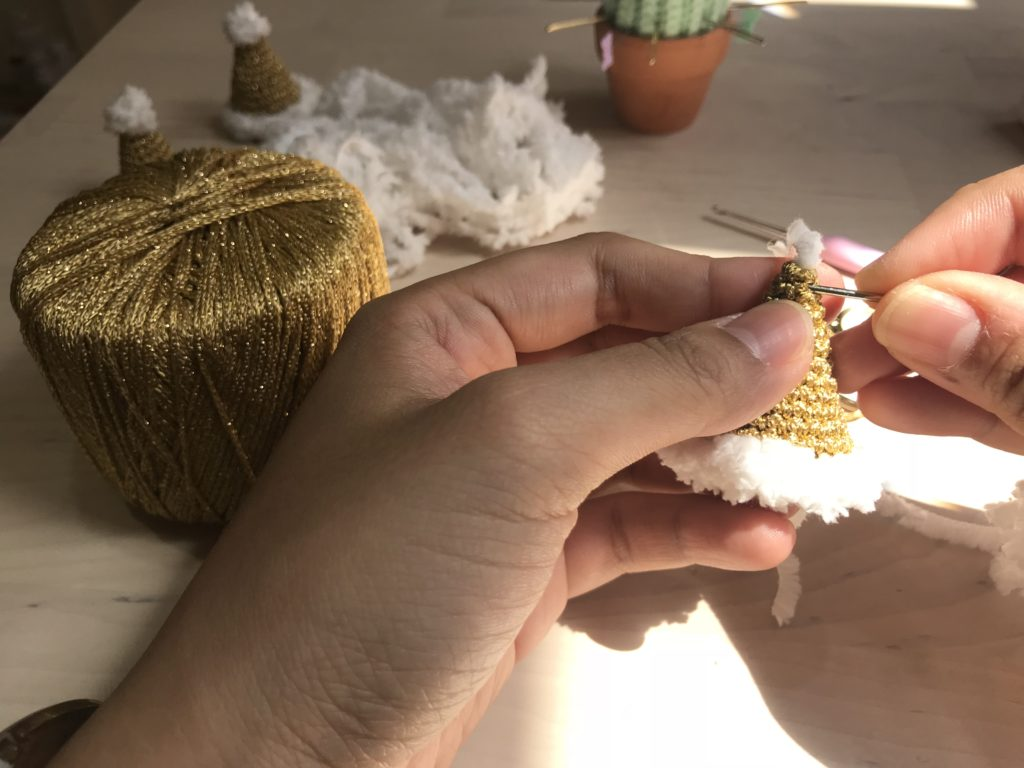 Tiny Rabbit Hole – Christmas Hat Hairpin