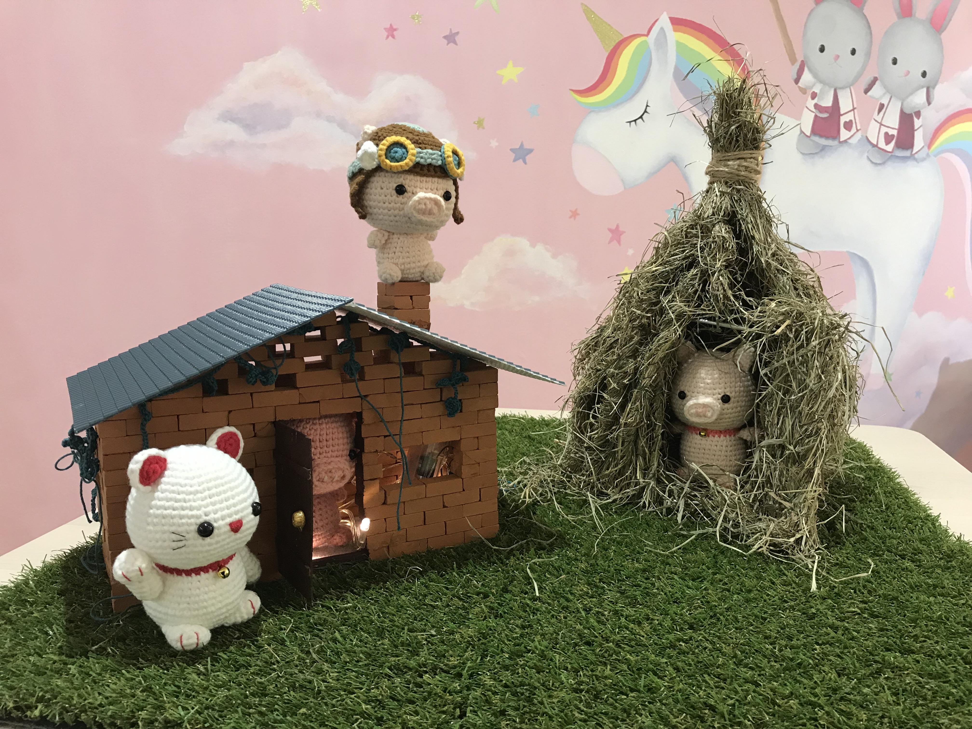Tiny Rabbit Hole – Three Little Pigs Amigurumi Crochet Chinese New Year 2019 Aviator Lucky Pig Cat Maneki Neko straw house brick house fly